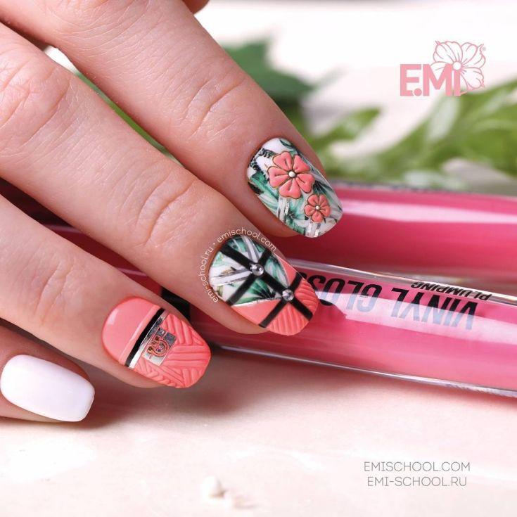 Дизайн ногтей кораллового цвета френч 507