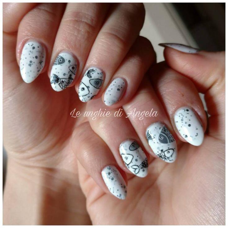 Рисунки на коротких овальных ногтях 89
