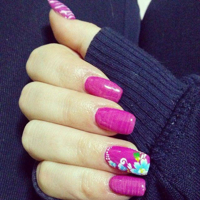beautiful nail design fuchsia flowers