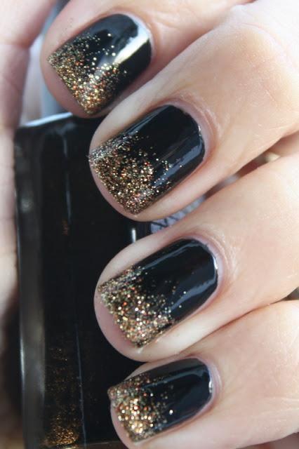 маникюр черного золотого цвета красивый дизайн ногтей