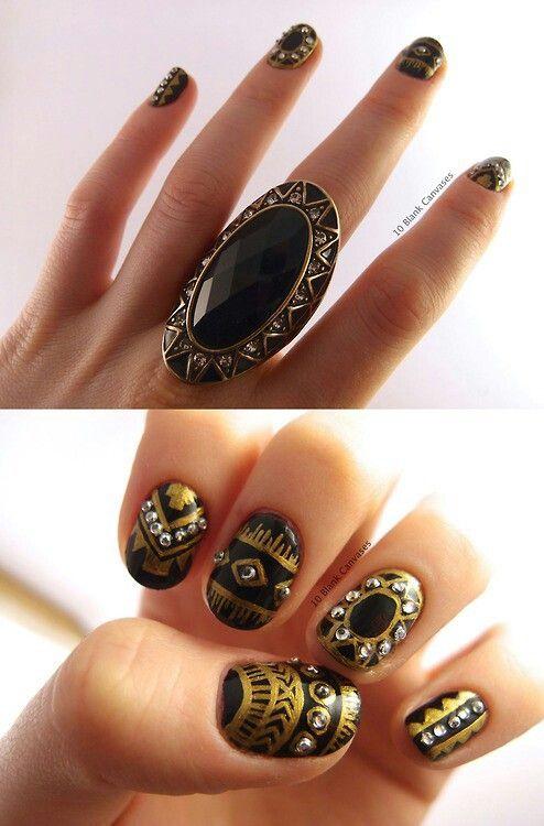 Чёрный дизайн ногтей френч с серебренной галочкой