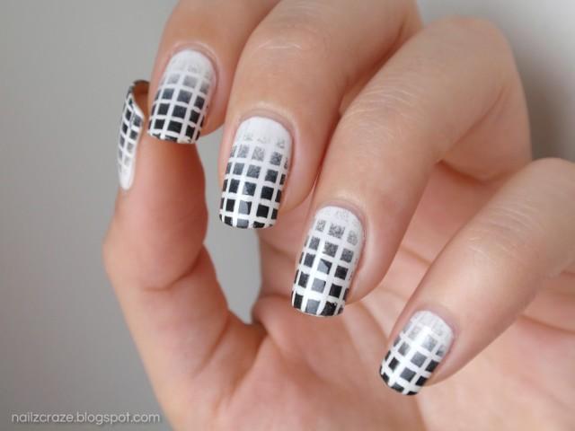 чёрно белый дизайн ногтей градиентные квадратики