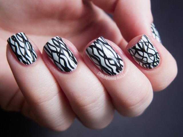 чёрно белый дизайн ногтей переплетающиеся линии