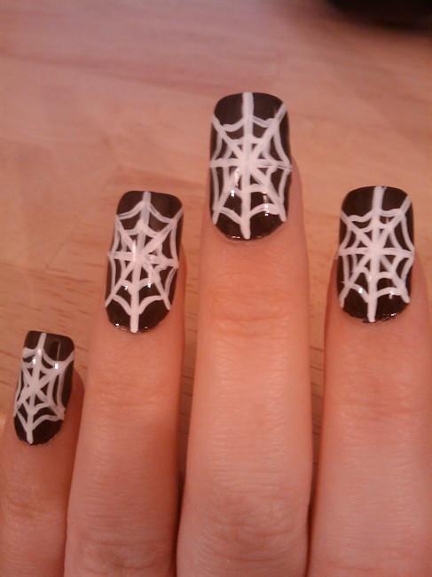 чёрно белый дизайн ногтей паутина