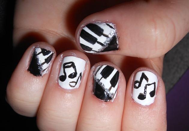 чёрно белый дизайн ногтей музыкальные ноты