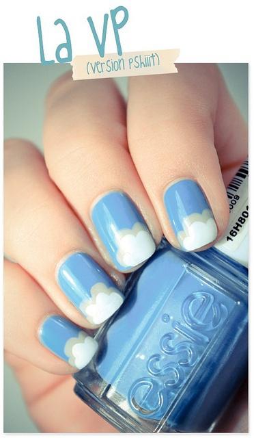 синий дизайн ногтей облака unusual blue nail design