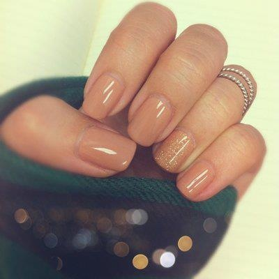 Светлые ногти шеллак