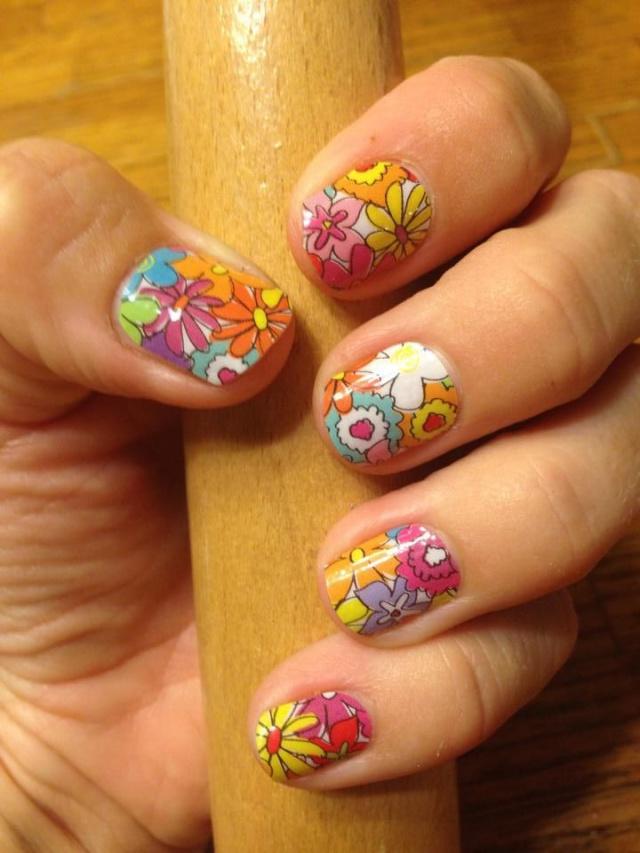 дизайн ногтей ромашка арт разноцветные ромашки nail design with a picture of chamomile