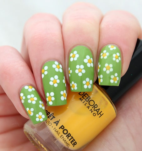 дизайн ногтей ромашка на зелёном поле nail design with a picture of chamomile