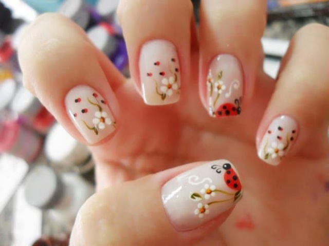 дизайн ногтей ромашка божья коровка nail design with a picture of chamomile