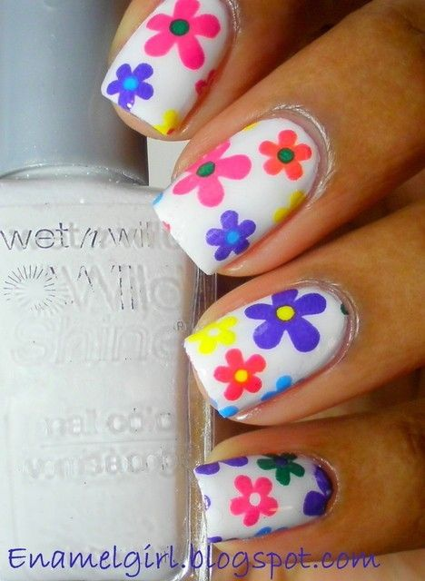 дизайн ногтей ромашка разноцветные nail design with a picture of chamomile