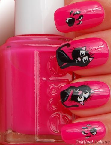 фото дизайн ногтей с кошками чёрный кот на красном