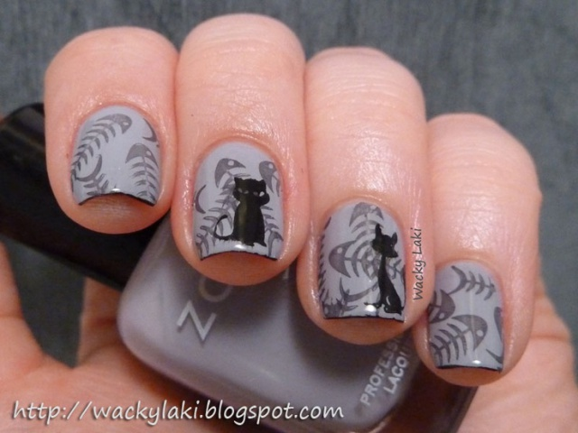 фото дизайн ногтей с кошками чёрный дворовый кот и рыбьи головы