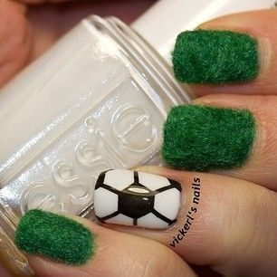 Дизайн ногтей изумрудного цвета