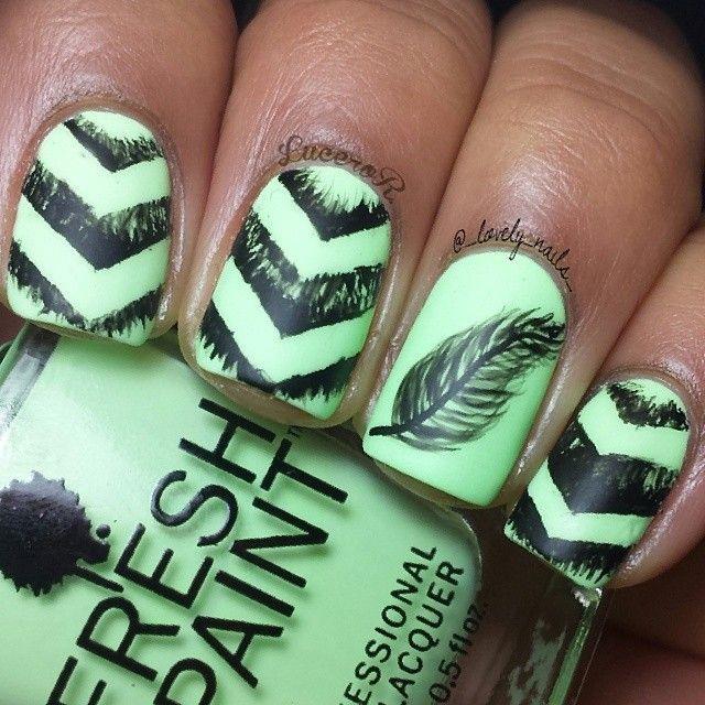 Перо на ногтях дизайн