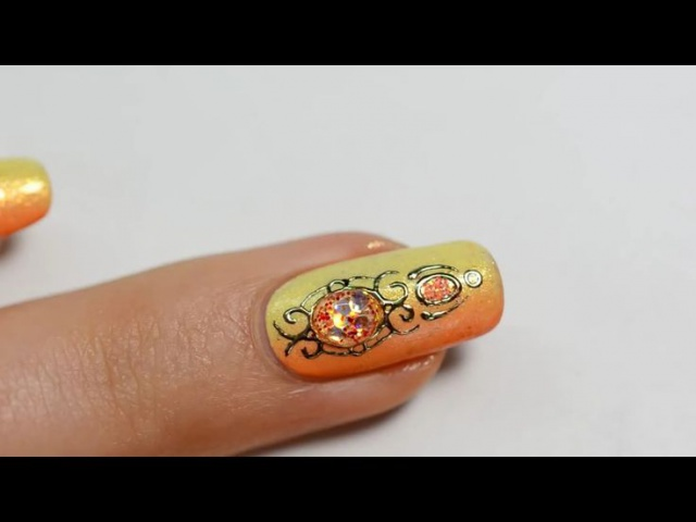 дизайн ногтей жидкий камень жёлтый