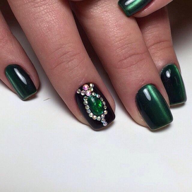Дизайн ногтей темно-зеленый