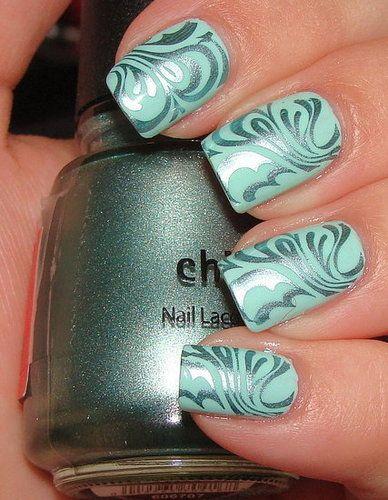 мятный дизайн ногтей серебряные вензеля
