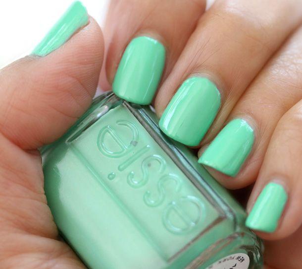 мятный дизайн ногтей чистый
