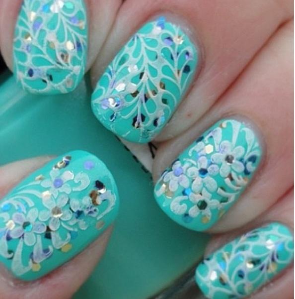 мятный дизайн ногтей цветочный