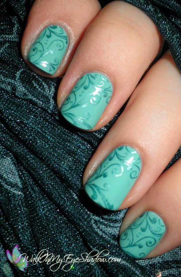 мятный дизайн ногтей вензеля