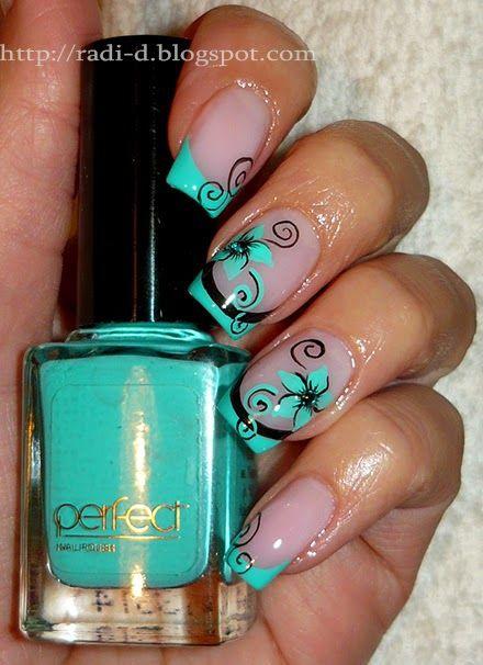мятный дизайн ногтей цветок