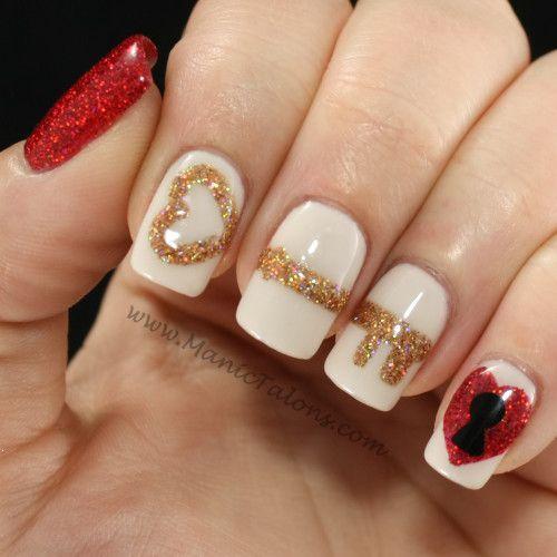 дизайн белых ногтей золотой ключик в сердце