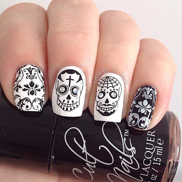 дизайн белых ногтей череп