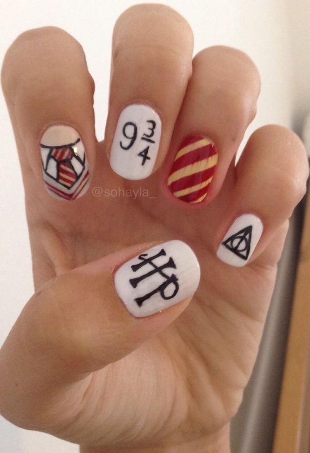 дизайн белых ногтей гарри поттер хогвартс
