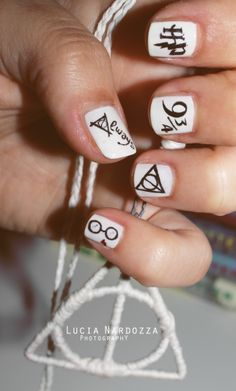 дизайн белых ногтей гарри поттер
