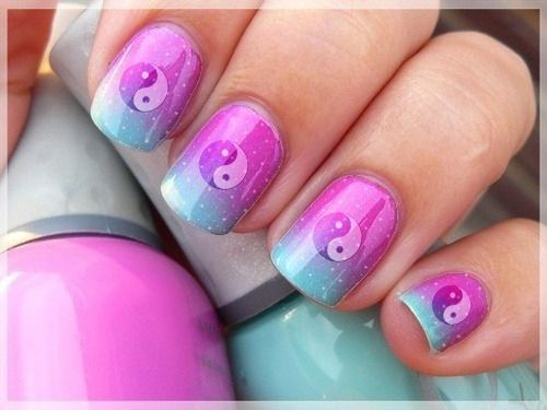 nails yin yang pink blue