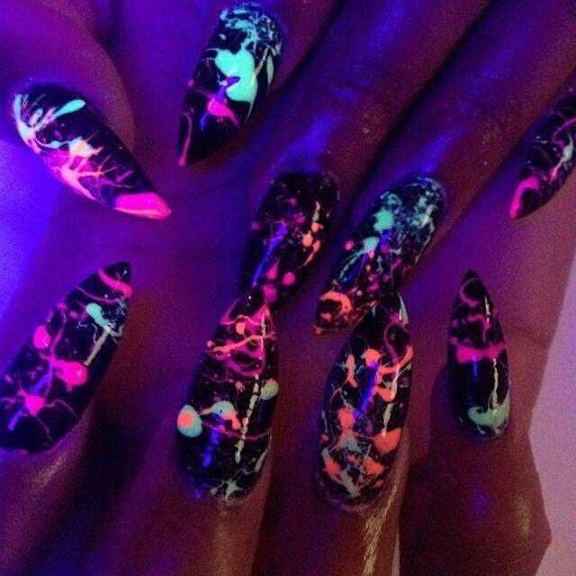 дизайн острых ногтей неоновые  sharp nail design