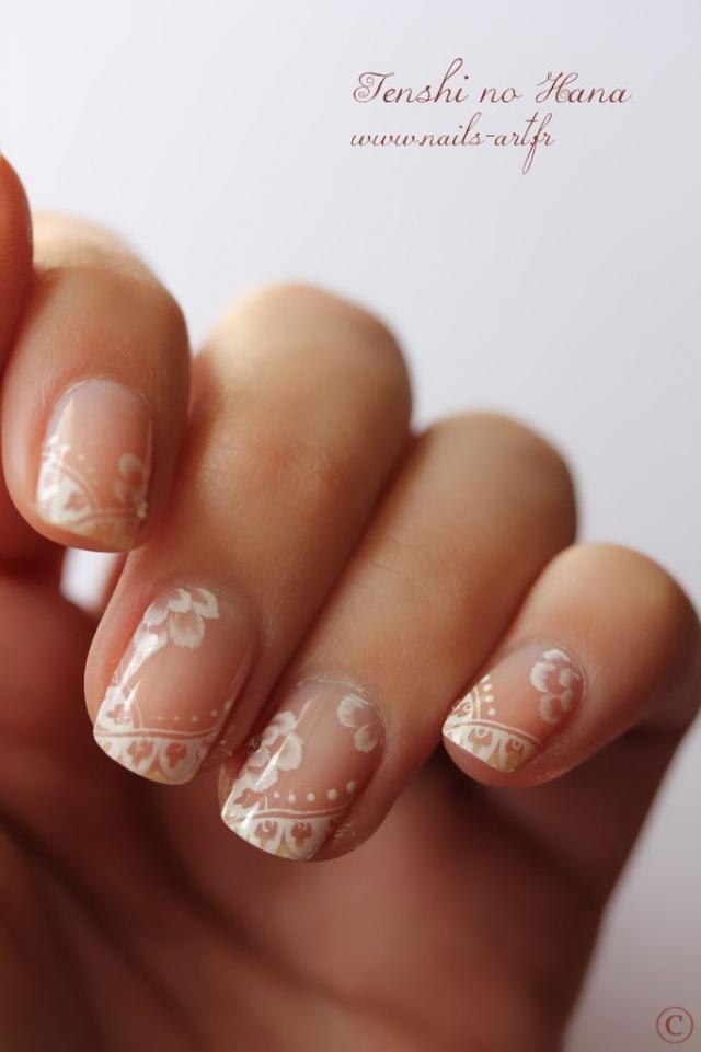 Наращивание ногтей белый френч с рисунком