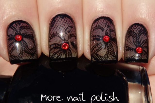 дизайн ногтей с кружевами гипюр