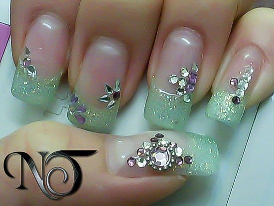 Дизайн на острых нарощенных ногтях