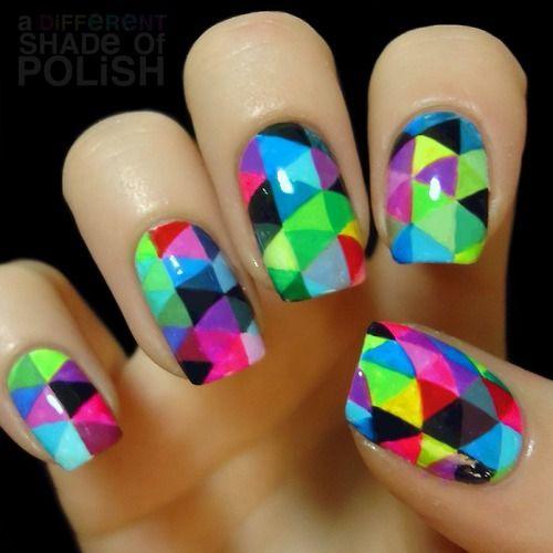 Дизайн треугольник ногтей