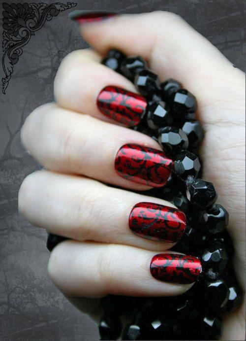 Маникюр из черного и красного лака