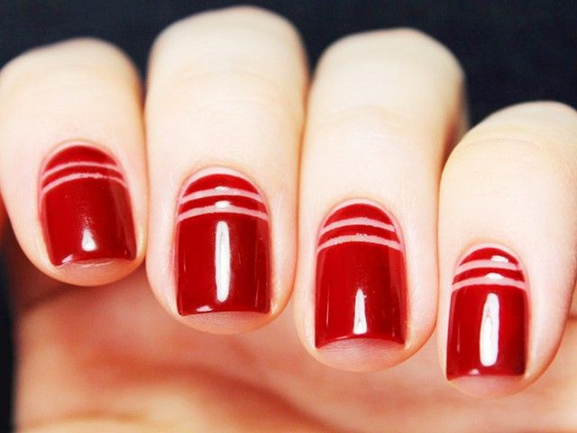 дизайн красных ногтей поперечные полосы red nail design trends
