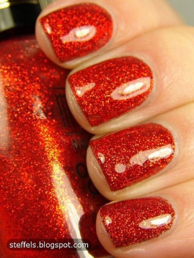 дизайн красных ногтей розовый шиммер red nail design trends