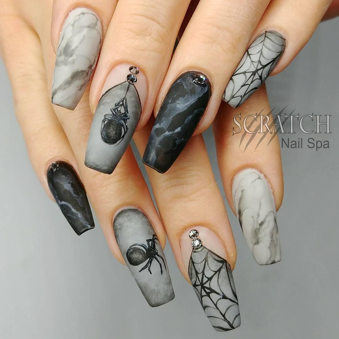 Ногти на чёрном фоне фото