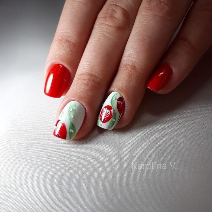 маникюр с тюльпанами