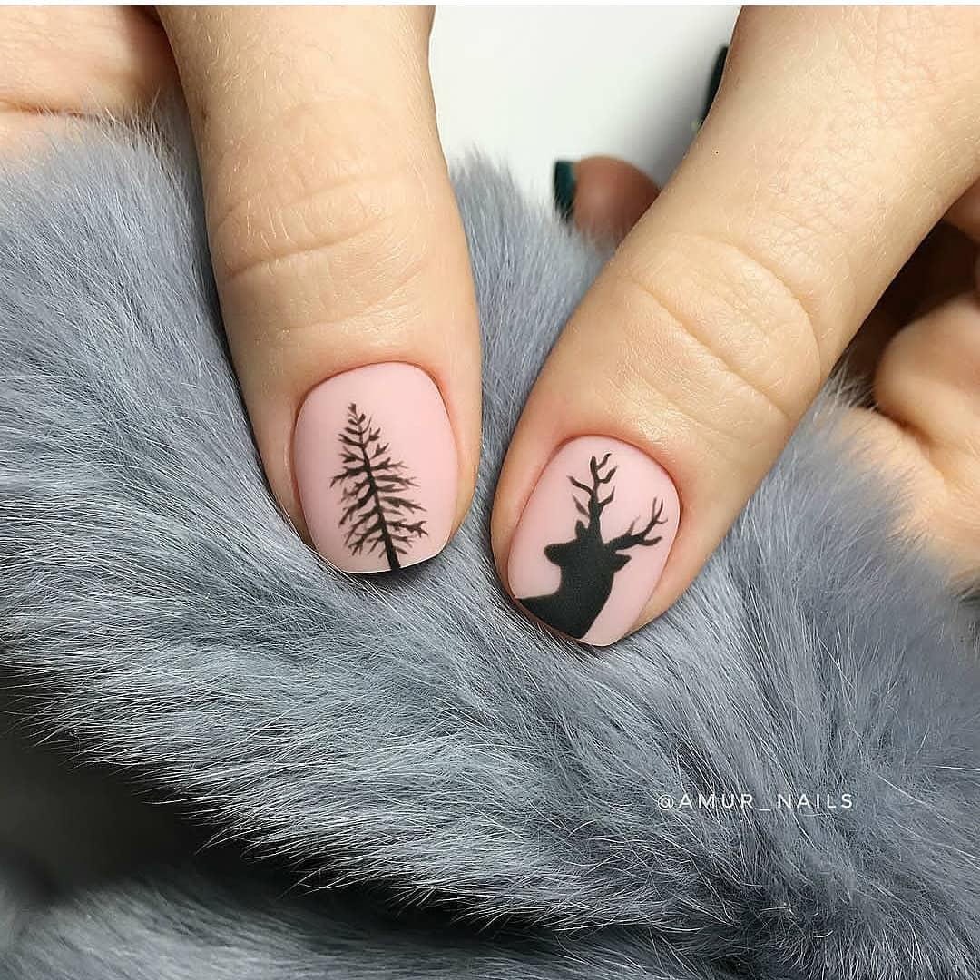 олень на ногтях