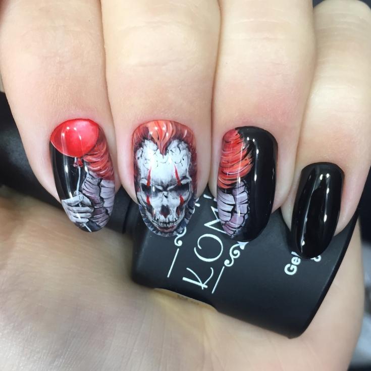 """Маникюр на Хэллоуин по мотивам фильма """"Оно"""" на черные миндалевидные ногти"""