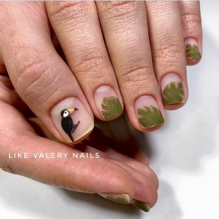 Прозрачный маникюр на короткие ногти