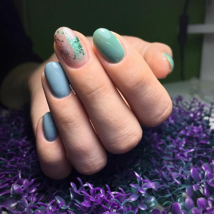 Маникюр голубой с зелёным