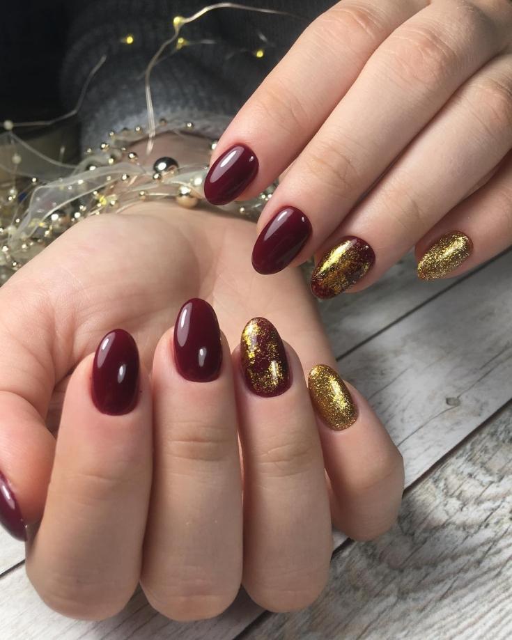 Маникюр бордовый с золотым