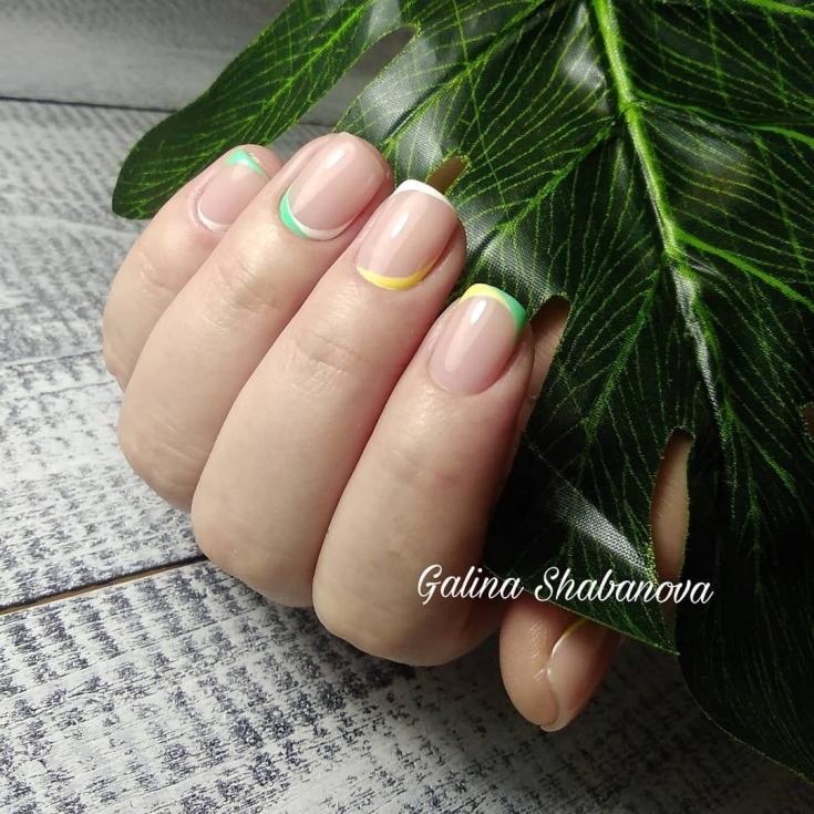 Маникюр бежевый френч на короткие ногти