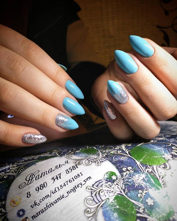 Маникюр голубой с серебром