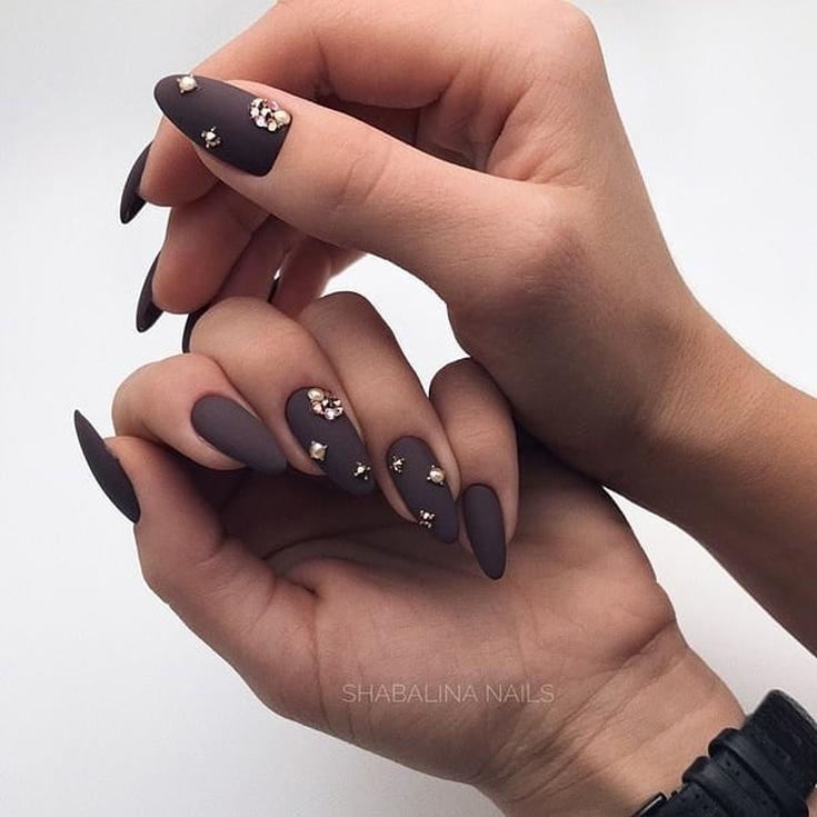 Весенний маникюр на миндальную форму ногтей