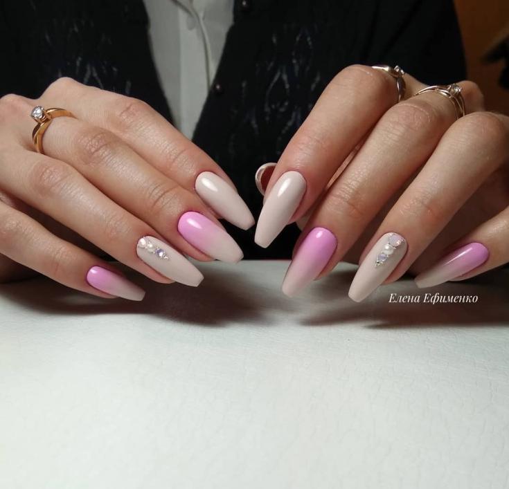 Бежево розовый маникюр